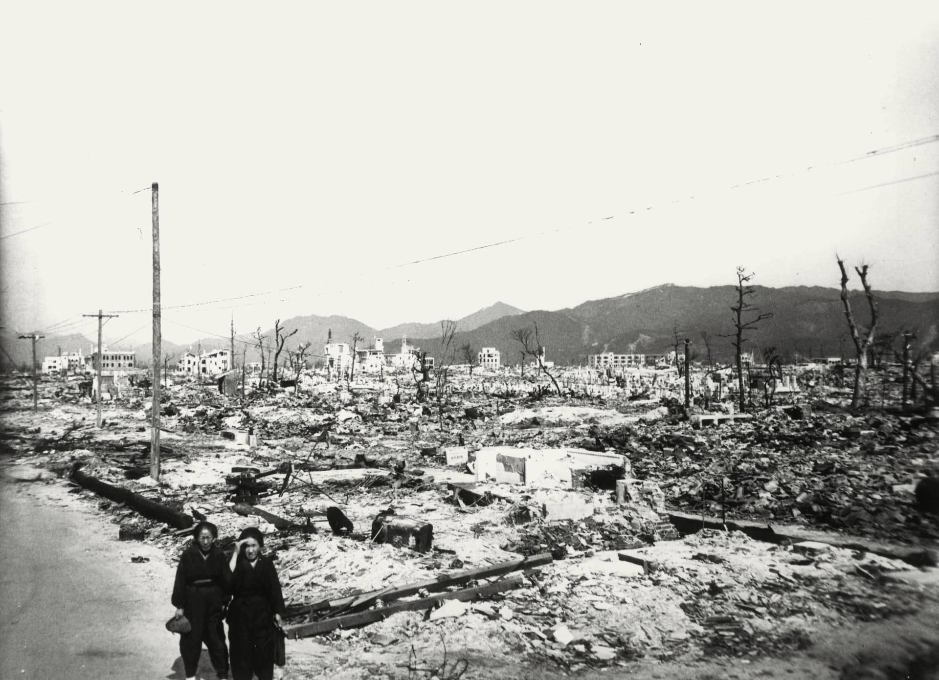 Tohle zbylo z Hirošimy, když se Američané rozhodli vypustit atomovou bombu.